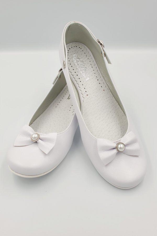 Białe buty komunijne z perłą